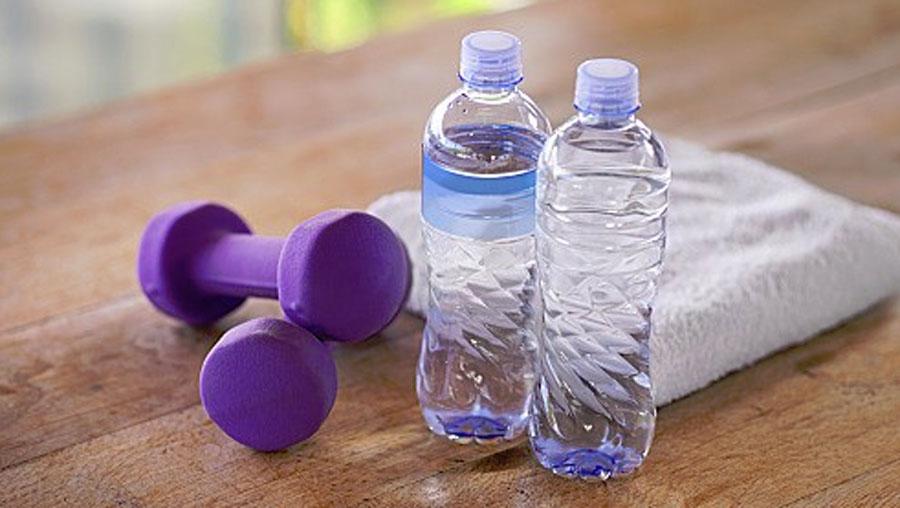二の腕をさらにペットボトルで筋トレするにはあの方法も効果的